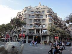 """初めてのバルセロナ 7(イタリア・スペイン・ポルトガル・オランダ 12日間の旅 7-7)直線部分がない建築だとか! """"Casa Mila""""①"""