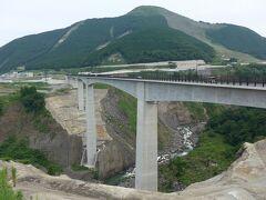 熊本県・阿蘇の田園風景、阿蘇山そして3月に開通した新阿蘇大橋を見てきました!(^0^)!