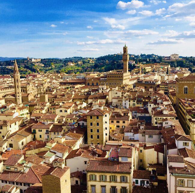 花の都『フィレンツェ』<br />ローマやベネツィアとはまた違った雰囲気ですが、街並みがとてもステキ<br />そしてフィレンツェから電車で移動し、やってきたのは『ピサ』<br />斜塔に登る事もできました。<br /><br />初めてのイタリアも最終日。<br />またいつか来たいな~<br />