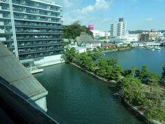 横浜シーサイドラインで海の公園へ