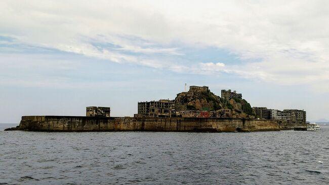 朝の散歩は二十六聖人記念館へ。<br />その後はブラックダイアモンド号、造船所を眺めながら高島、軍艦島。<br />乗船時はパラパラして心配したけど、だんだんといい天気になった。<br />船を降りたら、ぶらぶら思案橋まで歩き、おいしいちゃんぽんでランチ。<br />午後は県立美術館でちょっとスペイン絵画を楽しんでから、<br />出島ワーフでティータイム。<br />出島も見てから車に乗って、浦上天主堂と平和公園。<br />伊王島へ足を延ばし、アイランドナガサキで温泉につかり、<br />帰り道に、銅座の居酒屋で遅めの夕食。<br />今日も動き回った一日だった。<br /><br />