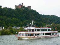 ライン川沿いの古城を見る