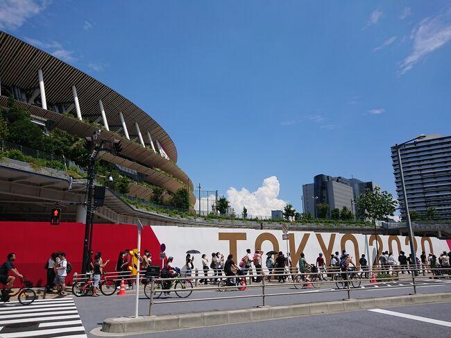2021年7月23日、今夜、東京2020オリンピックが開幕しました。<br /><br />ただいま東京滞在中。東京に戻ったばかりの時は、テレビのニュースは「東京でコロナの感染者が今また日々増加している中で開催する意義があるのか…」と否定的な話題ばかり。東京には間もなくオリンピックが始まるという雰囲気は、まるでありませんでした。<br /><br />その中でも準備は進められていきました。街や駅には警官や工事の方、ボランティアの方が増えていきました。オリンピック、やるとなったからには人それぞれ思うところはあっても「おもてなし」。やっぱり日本人は素晴らしい!<br /><br />開会式前日、そして当日、私が目にした<br />『TOKYO 2020オリンピック 』をお伝えします。