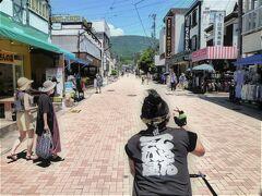 旧軽井沢銀座商店街は観光人力車で/名所は徒歩と車で;深緑の森林に♪