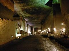 青春18きっぷの旅 幻想的な巨大地下空間の探検と餃子の町の街歩き