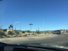 アリゾナ州 ウィッケンバーグ - 国道60号線に国道93号線がロータリーでT字交差