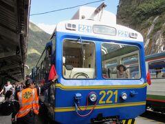 マチュピチュ行きビスタドームの最前列席で、フル展望の列車旅
