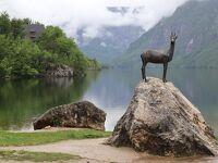 ボヒニ湖畔の山羊のオブジェ