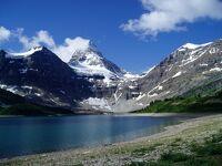 カナディアンロッキー・メゴック湖 アッシニボイン山を仰ぐ