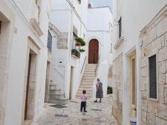 2013年南イタリア旅行記 第12回 プーリア州の小さな町、ロコロトンドを歩く