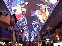 ネバダ州 ラスベガス - フリーモント エクスペリエンスのスクリーンは世界最長(419m)で湾曲画面