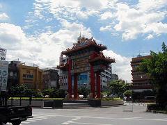 チャイナタウンにある中華門?です。 門の近くには行くことができませんでしたが、とりあえず写真を撮りました。