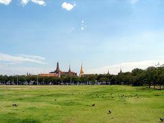 王宮の前には広い芝生の広場があります。 この辺りは観光スポットがたくさんあるのですが、後日訪れるところもあるので、今日は少し変わったところに行こうと思います。