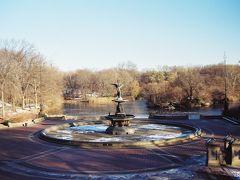 【べゼスタ噴水】  セントラルパーク内には、映画「ホームアローン2」のベゼタ噴水があります。 映画のシーンの中で鳩おばさんが登場するところです。 実際には鳩はいませんでしたが・・・^^;  Bethesda Fountain, Central Park, New York City, New York