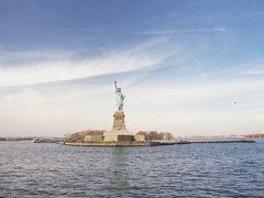 【船から見る自由の女神】  マンハッタンから自由の女神(Statue of Liberty National Monument)を見に行くためにはリバティ島(Liberty Is.)に直接行くこの船か、エリス島(Ellis Is.)を経由するフェリーに乗ります。 結構混雑していたので乗るまでに時間がかかりましたが、乗船時間は短く、15分くらいでリバティ島に到着だったと思います。  Statue of Liberty National Monument, New York City, New York