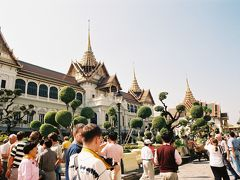 こちらは王宮です。 自分もそうですが、たくさんの観光客で賑わっています。