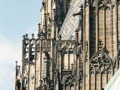 プラハ城の塔の装飾。凝っています。どういうつもりで、あまり見えないところまで、こんなに気を使ったのでしょうか。