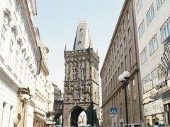 火薬塔。ゴシック様式。11世紀に最初に建築され、改築を繰り返し、現在のものは、1886年改築したもの。