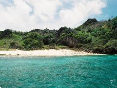 隣のジョンビーチも船上から。 歩いて来るほかない、まさに秘境の浜。