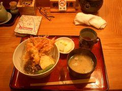 お昼ごはんは、香林坊近くまで戻って、「むら井」の甘エビの天丼。1000円。一日10食限定。