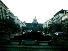 99年3月 新市街に位置し、プラハ本駅に程近いヴァーツラフ広場。正面に見える大きな建物が1890年に作られた国立博物館で す。