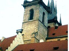 2000年12月 ゴシック様式の典型の建物、ティーン教会。1135年に建てられましたが、現在の姿になったのは1365年。