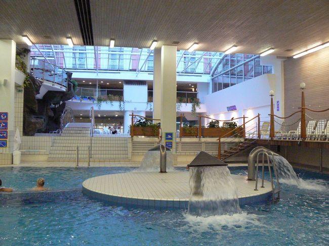 大きいプールが3つほどあるのですが、<br /><br />泉温は、プールなのでぬるい、、、<br /><br />というか生ぬるい程度です。