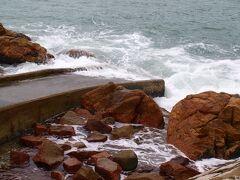 天気が悪く、海は大荒れ。