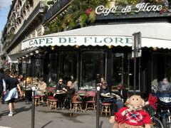 サンジェルマンデプレの老舗カフェ、 <カフェ ド フロール>です。  昔、表参道に一時期だけ出店していた時が有りました。
