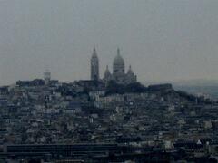 遥か遠くに、サクレクール寺院も見えました。