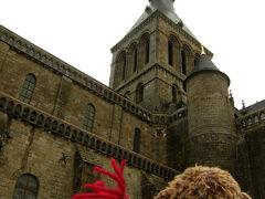 振り返ると、修道院付属の教会の突塔が。