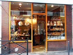 """パンの老舗""""ポワラーヌ""""!  「フランスは何度も来てたし、 ポワラーヌのパンは美味しくって好きだったけど、 本店初めて見ちゃった!」  って、おさる1号が興奮してました。"""