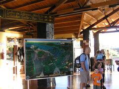 イグアスに到着です、入場料を払ってトロッコ列車乗り場へ向かいます。