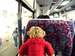 さぁ、これから伊丹空港へバスで向かいます。 途中は景色を楽しむどころか寝ちゃうかも...。