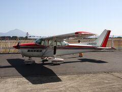硫黄島へ渡る飛行機(新日本航空、セスナ172)