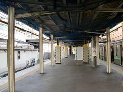 中山駅    第2番ホーム上屋支柱古軌条群