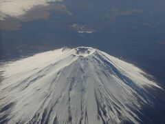 ANAの超割がうまい事購入出来たので、広島までは11,000円の格安フライト。  天気予報はあまりよくありませんでしたが、眼下に富士山がくっきり。  早速、世界に誇る日本の美を発見!