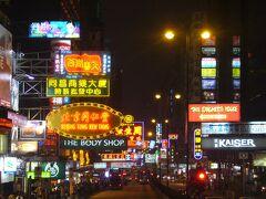 オプショナルツアーでオープントップバスを申し込みました。  香港と言えば、看板なのでやっぱり体験しておこうかなー、と。