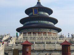 本日は、北京市内観光です。   まず向かったのが、天壇公園。  これも世界遺産らしいです。