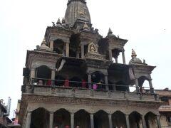 クリシュナ寺院 ヴィシュヌの化身であるクリシュナが祀られた、ネパールの石像建築物としては最も有名な寺院です。17世紀のシディナラシン王の時代に建造されました。