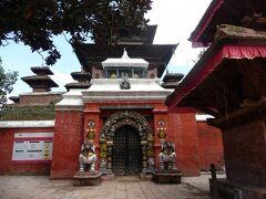 タレジュー寺院 マヘンドラ・マッラ王が1549年に建造した、3階建てのネワール様式で、クマリが化身であると信じられているタレジュー女神(ドゥルガ)を祀った寺院。