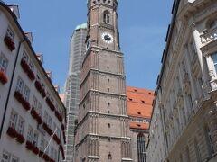 1468~1488年に建てられた、フラウエン教会(Frauenkirche) 営業時間:7~22時15分