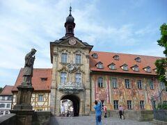 15世紀のフレスコ画が描かれた旧市庁舎。
