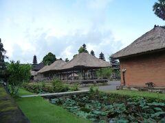 次はタマンアユン寺院です。バンリから1時間半。