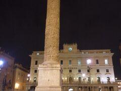 人の流れに逆行して、コロンナ広場。