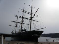 開陽丸青少年センター。中は博物館形式になっているが、一度訪れたことがあるため今回は入らなかった。 開陽丸は幕末に江戸幕府がオランダから購入した軍艦で、江差沖で沈没したことからこうした施設が建設された。