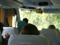 ふもとの村からは並んでるシャトルバスで