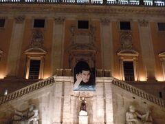 何かの広告かと思ったら、ローマに移民したいイスラエルの人だった。  ローマが応援してるのね。