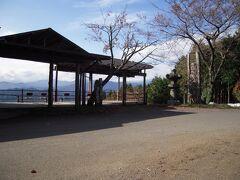 高山不動尊入口の店横の展望所と駐車場。 不動茶屋展望台と言うそうです。