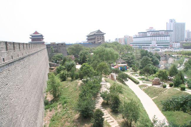 西安の明長安城の城壁を自転車で一周して来ました。